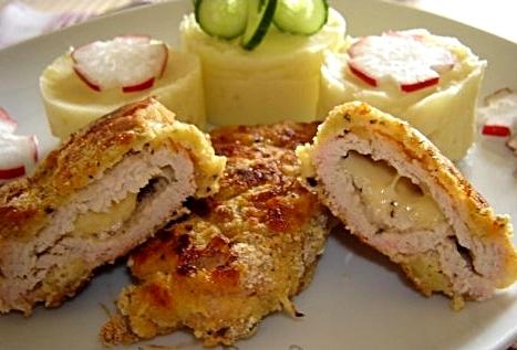 Шницель куриный, фаршированный сыром