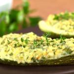 Запеченные кабачки под сыром с овощами — простое, быстрое блюдо из овощей