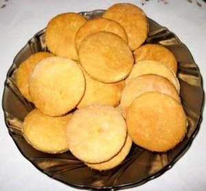 Быстрое песочное печенье на сметане