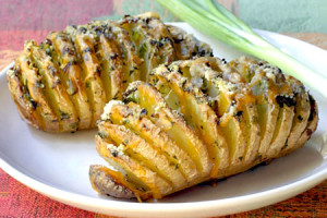 Резной запечённый картофель с сыром и ветчиной