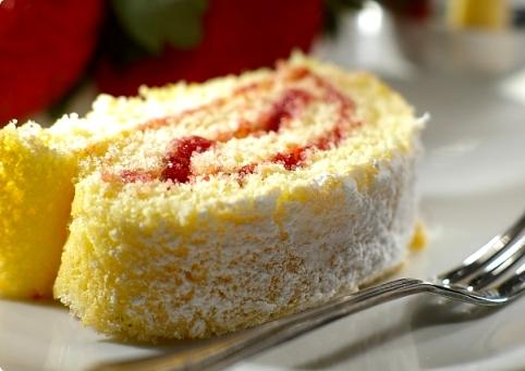 Бисквитный рулет за 5 минут - восхитительный десерт по простому рецепту.