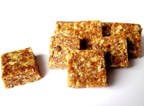 Орехово-фруктовые батончики - вкусные и полезные сладости без выпечки