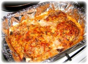 Свинина с чесноком, запеченная с грибами и томатами под сыром