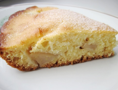 Простой пирог с яблоками на кефире