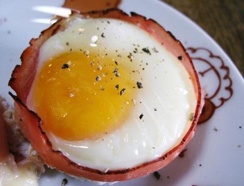 Яйца запеченные в ветчине - оригинальный и вкусный завтрак за 15 минут