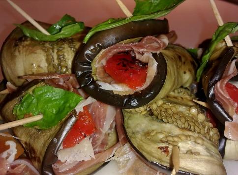 Рулетики из баклажанов с беконом и сыром - вкуснейшая закуска по быстрому
