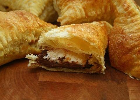 Нежные слойки с Нутеллой и зефиром - оригинальный десерт просто и быстро. Фото рецепт