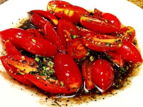 Маринованные помидоры с зеленым луком по-быстрому - отличная закуска за 20 минут