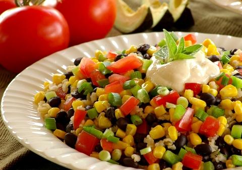 """Салат """"Фиеста"""" с фасолью - яркий, праздничный и очень полезный"""